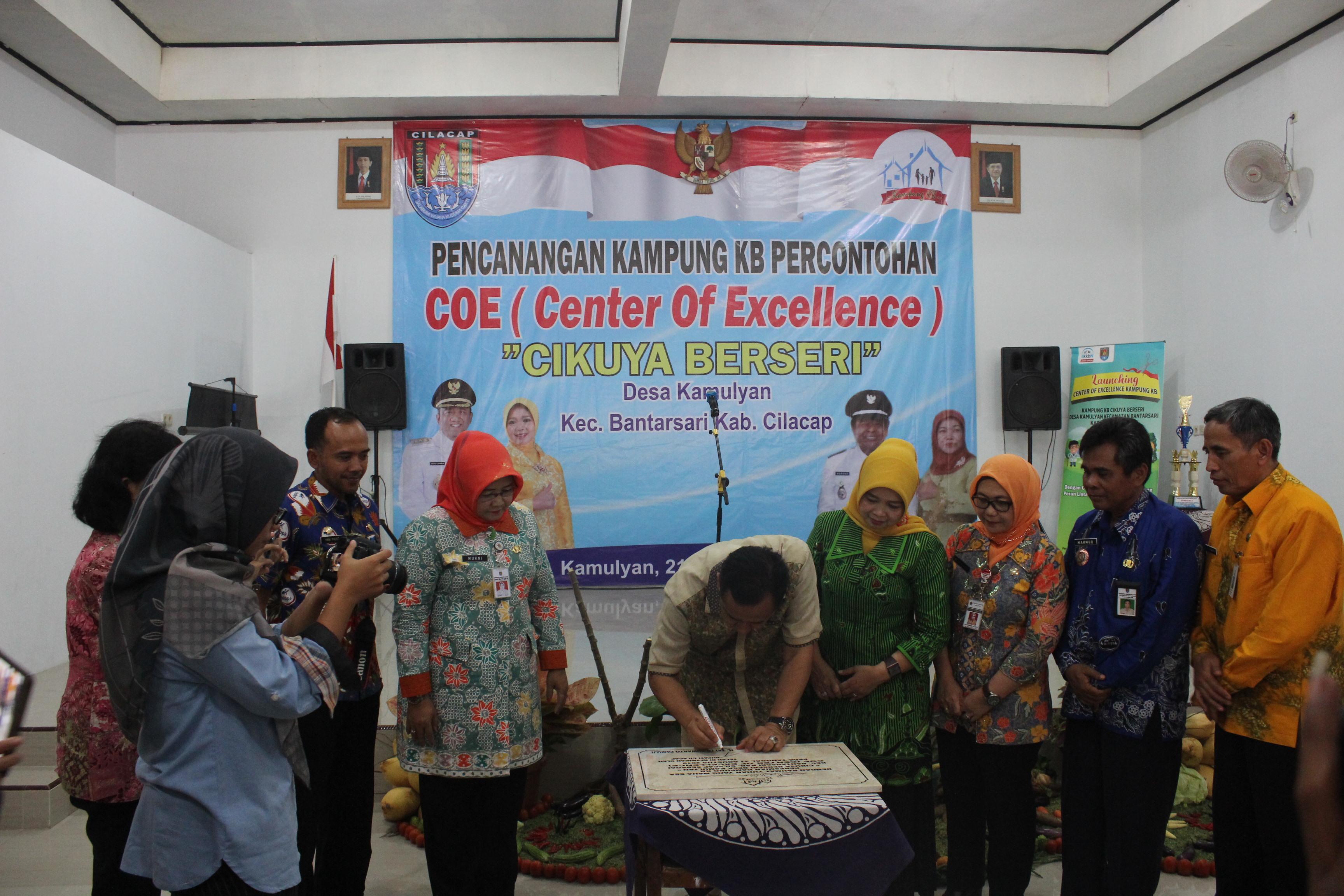 "Pencangan Kampung KB Percontohan (Center Of Excellence) ""Cikuya Berseri"""